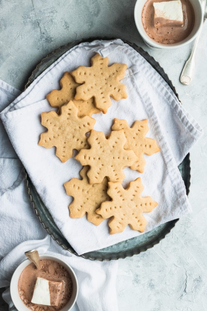 Brown Butter Shortbread || This delicate, buttery shortbread recipe uses brown sugar for a warmer, richer flavor than traditional shortbread. || Good Things Baking Co. #goodthingsbakingco #shortbread #christmascookies #cookies #cutoutcookie #butter