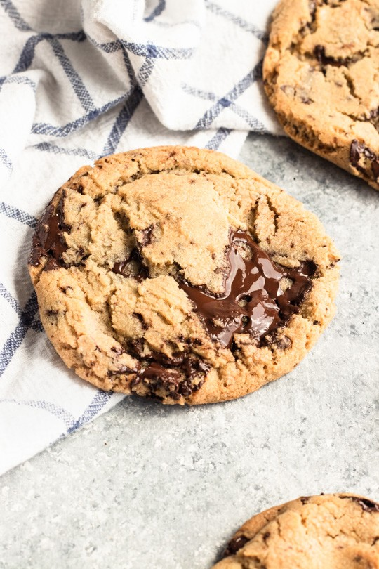 My favorite chocolate chip cookies have chewy centers with just the right amount of crispy edges, and all of it with puddles of dark chocolate throughout. Definitely a perfect version of a classic dessert. || Good Things Baking Co. #chocolatechipcookies #chocolatechip #chocolatedessert #cookies